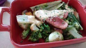 Salteado de verduras con magret de pato y salsa de hongos
